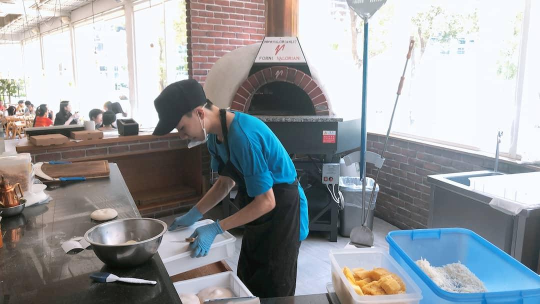 叉子餐廳- PIZZA製作區