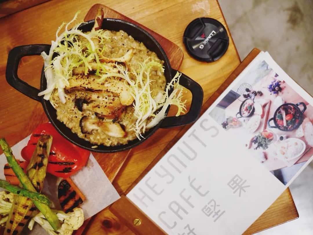 松露野菇燉飯佐炙燒蔬菜